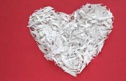 Un coeur blanc de confettis Image libre de droits