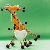 Un coeur blanc pour deux girafes Photo libre de droits