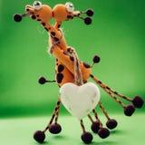 Un coeur blanc pour deux girafes Photographie stock libre de droits