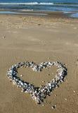 Un coeur d'interpréteur de commandes interactif sur la plage Photo libre de droits