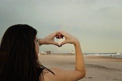 Un coeur dans la plage Images libres de droits