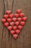 Un coeur fabriqué à partir de la sucrerie sugarcoated de forme de coeur Images stock