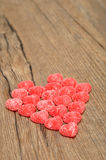 Un coeur fabriqué à partir de la sucrerie sugarcoated de forme de coeur Image stock