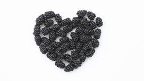 Un coeur noirci sculpté hors des mûres photo libre de droits