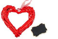 Un coeur rouge et un tableau noir sur le fond blanc L'espace pour le te Photo libre de droits