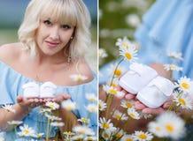 Un collage de deux photos de la femme enceinte avec les butins blancs Image libre de droits