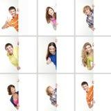 Un collage de los adolescentes que sostienen las banderas blancas Fotos de archivo libres de regalías