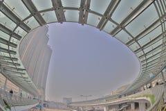 un collegamento moderno di cavalcavia dello staion ad ovest di kowloon fotografia stock