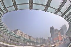 un collegamento moderno di cavalcavia dello staion ad ovest di kowloon immagini stock