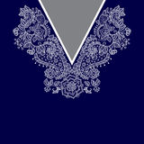 Un collo etnico di due fiori di colori Confine decorativo di Paisley immagine stock