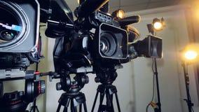 Un colpo che si muove a partire dalla video attrezzatura professionale video d archivio