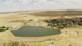 Un colpo dell'antenna della terra e del lago archivi video