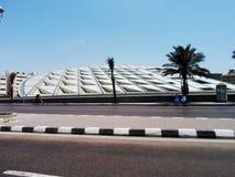 Un colpo della biblioteca reale di Alessandria d'Egitto presa dal Corniche di Alessandria d'Egitto Immagini Stock