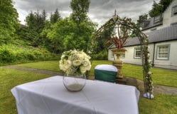 Un colpo di una tavola nuziale alle nozze all'aperto fotografia stock