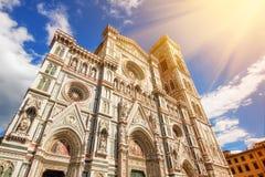 Un colpo grandangolare della cattedrale di Santa Maria Del Fiore, Firenze immagini stock