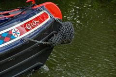 Un colpo parziale di un crogiolo di canale sul fiume Stort in Hertfordshire immagine stock