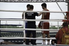 Un combate de boxeo en un torneo en honor Día de la Independencia del 12 de junio de 2015, en St Petersburg, Rusia fotografía de archivo libre de regalías