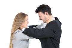 Un combattimento arrabbiato di due persone di affari Fotografie Stock
