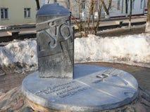 Un commemorativo firma dentro la via della città Polatsk della molla Fotografie Stock