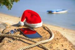 Un comprimé avec un chapeau de Noël Photographie stock libre de droits