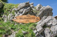 Un comprimé en bois avec l'inscription dans la langue suisse Photo libre de droits