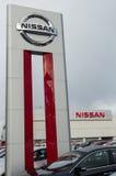 Un concessionnaire automobile de Nissan Photo libre de droits