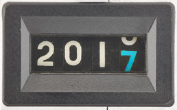 Un concetto di 2017, nuovo anno Chiuda su delle cifre di un contatore meccanico Fotografie Stock Libere da Diritti