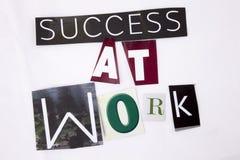 Un concetto di rappresentazione del testo di scrittura di parola di successo sul lavoro fatto della lettera differente del giorna fotografia stock libera da diritti