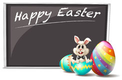 Un conejito y el huevo de Pascua agrietado Fotos de archivo libres de regalías