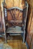 Un confesseur dans une vieille chapelle chrétienne poland photo stock