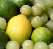Un conjunto de diversas frutas sanas y sabrosas Fotografía de archivo libre de regalías