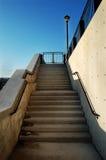Un conjunto de escaleras en las puertas Imagen de archivo