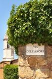 Un connecter le mur dans la ville de Pienza l'Italie Images stock