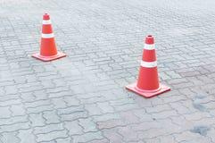 Un cono di traffico sulla strada Fotografia Stock Libera da Diritti