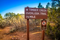 Un conseil de description pour la tra?n?e en Zion National Park, Utah photos libres de droits