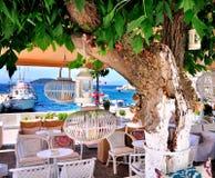 Un considerare il vecchio porto in Skiathos, Grecia, Europa Fotografie Stock Libere da Diritti
