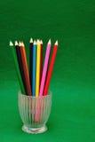 Un contenitore di vetro con le matite immagini stock libere da diritti