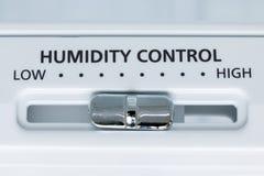 Un contrôle d'humidité dans le réfrigérateur, vue en gros plan Photo stock