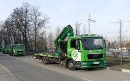 Un convoy de grúas en Moscú Foto de archivo libre de regalías