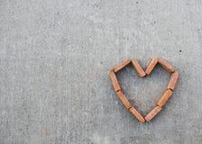 Un corazón del ladrillo en el izquierdo inferior de la imagen Imagen de archivo libre de regalías
