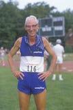 Un corredor en las Olimpiadas mayores Imagenes de archivo