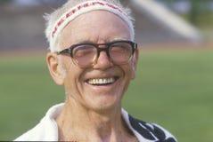 Un corredor en las Olimpiadas mayores Imagen de archivo libre de regalías