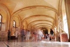 Un corridoio dentro la galleria del Louvre, Parigi Immagine Stock Libera da Diritti