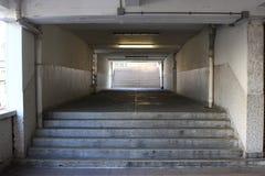 Un corridoio nella proprietà dell'edilizia popolare Fotografia Stock Libera da Diritti
