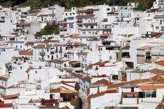 Un corte transversal de casas en el pueblo blanco del pueblo i de Mijas foto de archivo libre de regalías