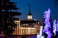Un cortile del cannone nell'ambito del regno del ` s del nuovo anno sul territorio del Cremlino di Kazan alla notte Fotografia Stock