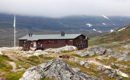 Un cottage della montagna in nebbia Immagine Stock Libera da Diritti