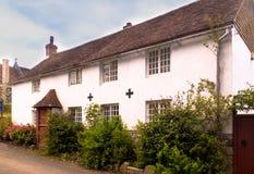 Un cottage inglese molto vecchio del paese Immagini Stock Libere da Diritti