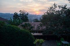 Un coucher du soleil au-dessus de Kigali au Rwanda Photos libres de droits