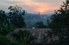 Un coucher du soleil au-dessus de Kigali au Rwanda photographie stock libre de droits
